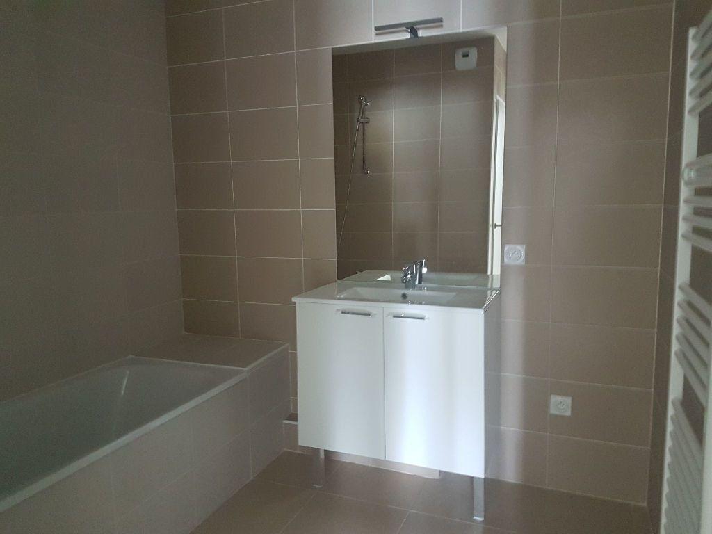 Appartement à louer 3 70.13m2 à Istres vignette-4