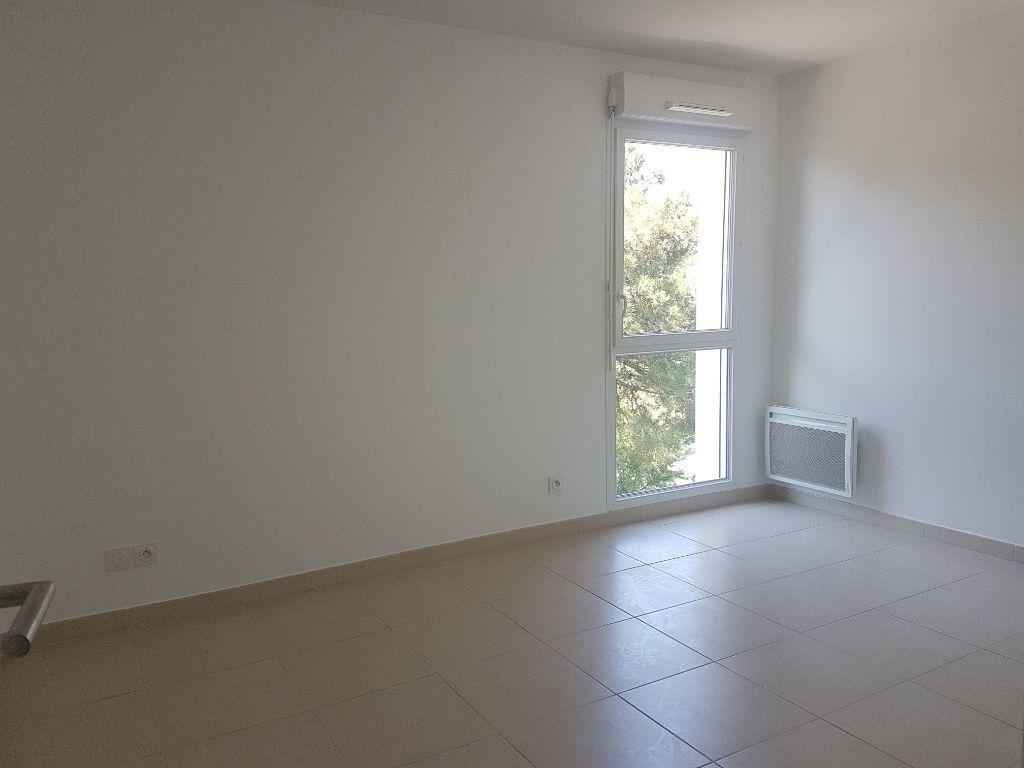 Appartement à louer 3 70.13m2 à Istres vignette-6