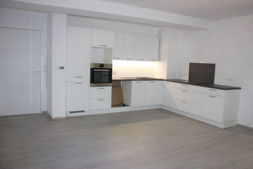 Appartement à louer 3 74.9m2 à L'Isle-sur-la-Sorgue vignette-1