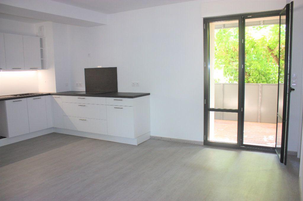 Appartement à louer 3 74.9m2 à L'Isle-sur-la-Sorgue vignette-2