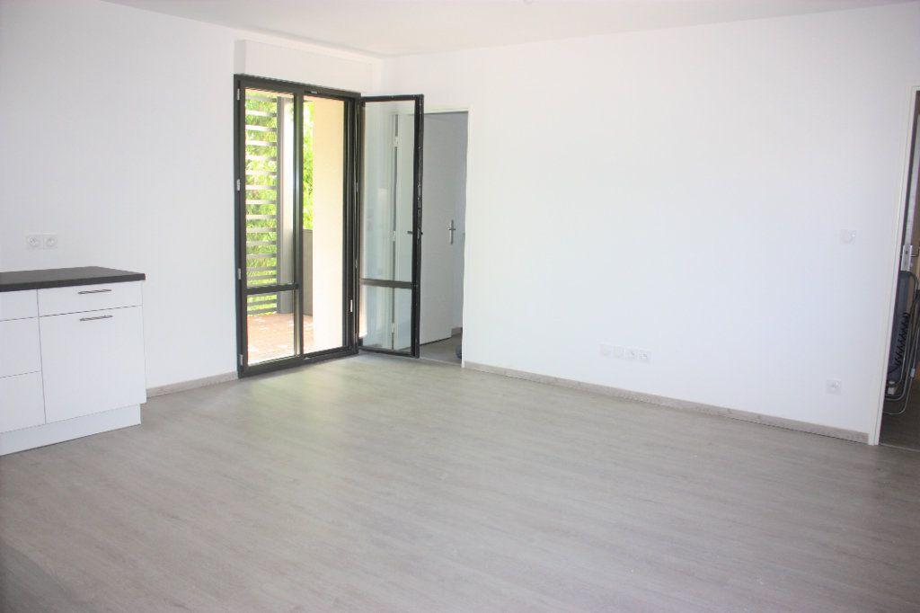 Appartement à louer 3 74.9m2 à L'Isle-sur-la-Sorgue vignette-3