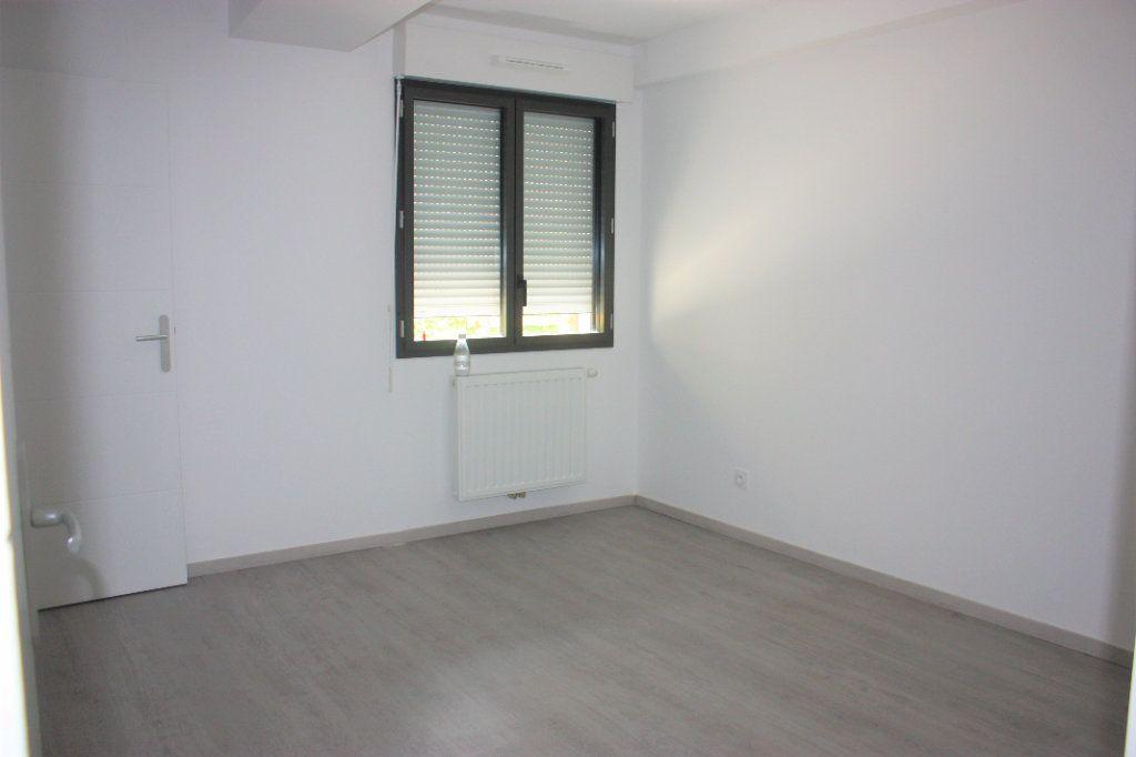 Appartement à louer 3 74.9m2 à L'Isle-sur-la-Sorgue vignette-4