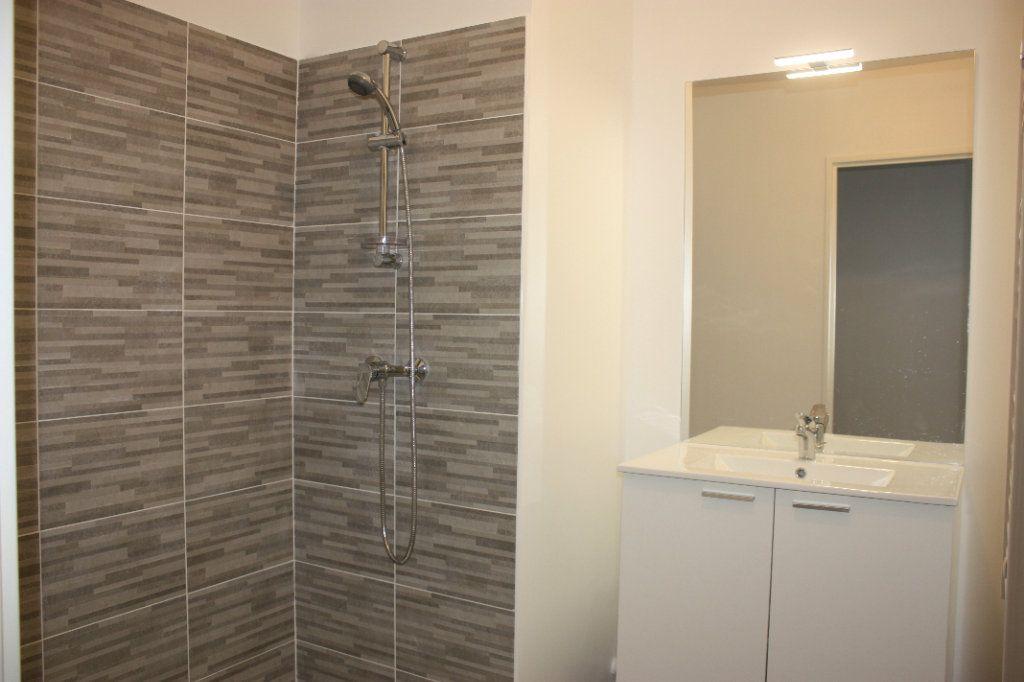 Appartement à louer 3 74.9m2 à L'Isle-sur-la-Sorgue vignette-7