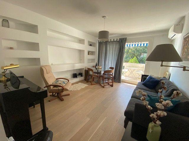 Appartement à louer 3 61.22m2 à Avignon vignette-1