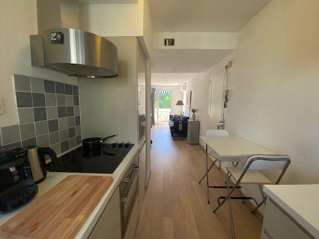 Appartement à louer 3 61.22m2 à Avignon vignette-3
