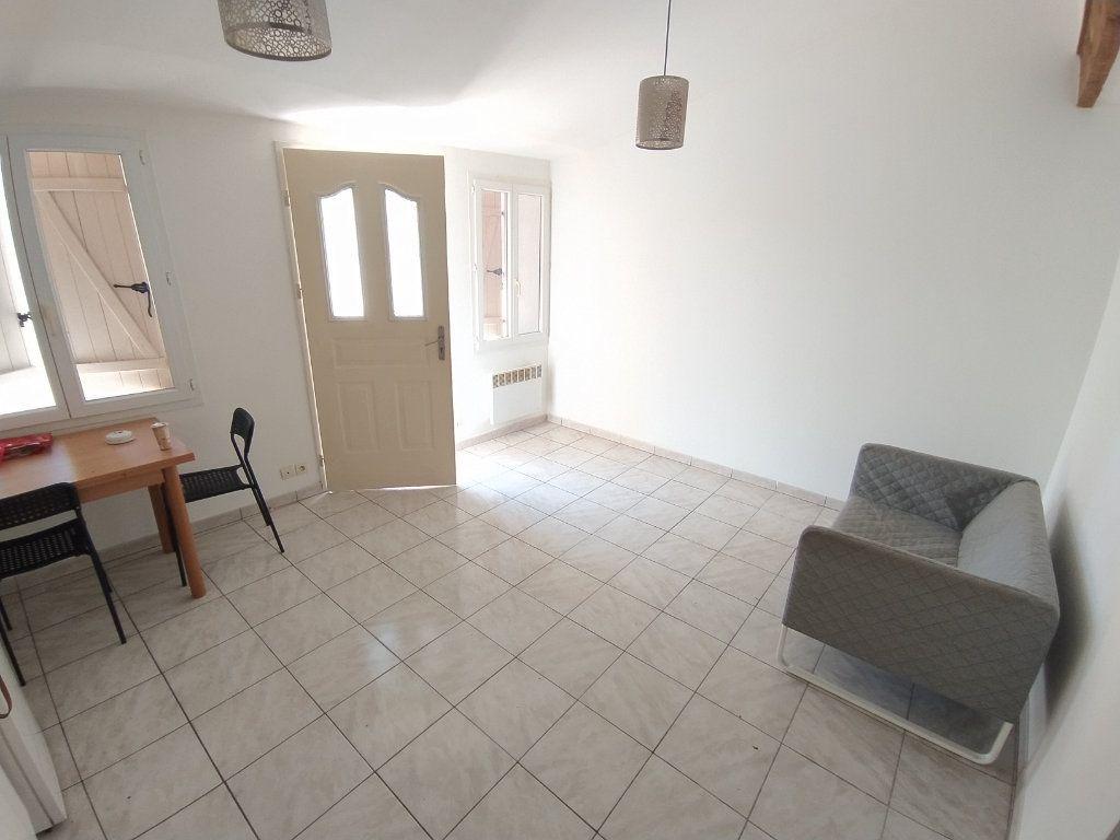 Appartement à louer 2 30.41m2 à Istres vignette-4