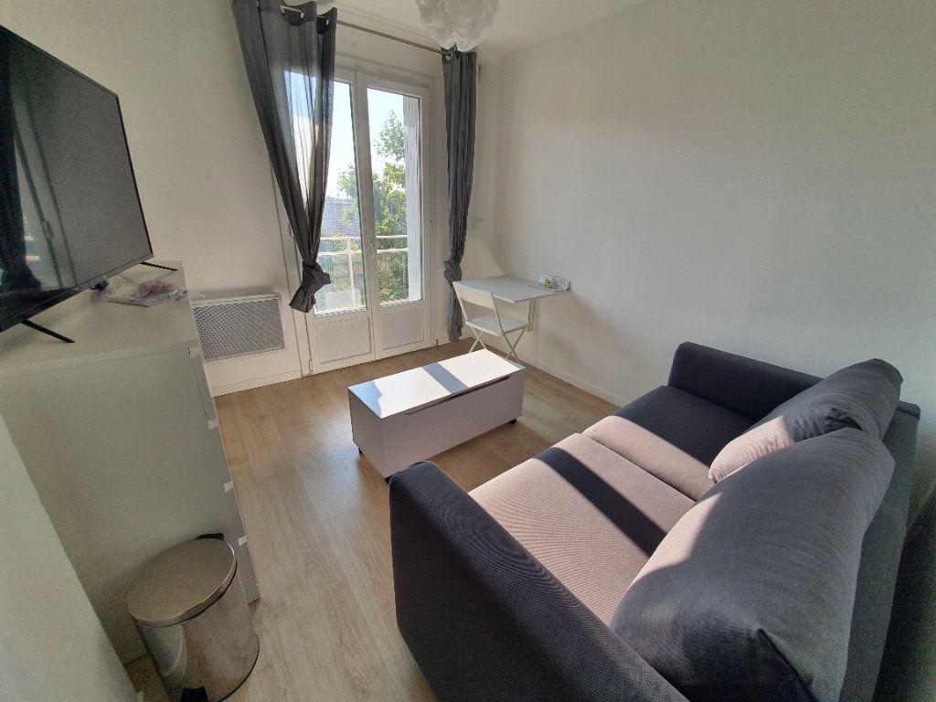Appartement à louer 1 14.61m2 à Salon-de-Provence vignette-1