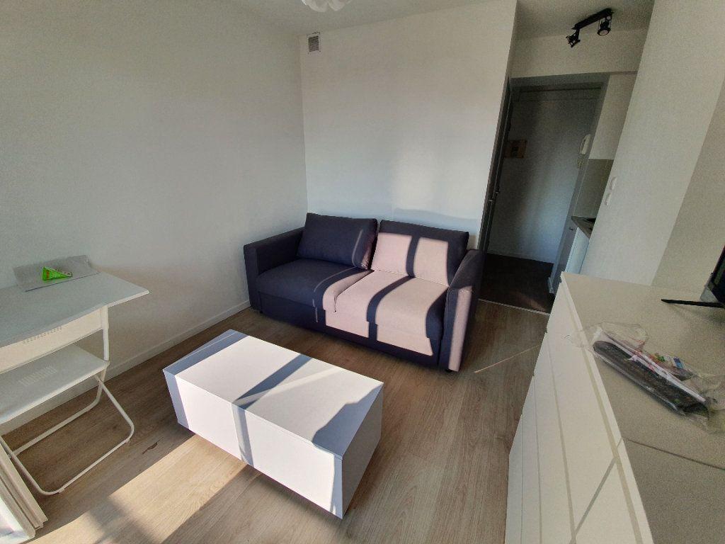 Appartement à louer 1 14.61m2 à Salon-de-Provence vignette-9