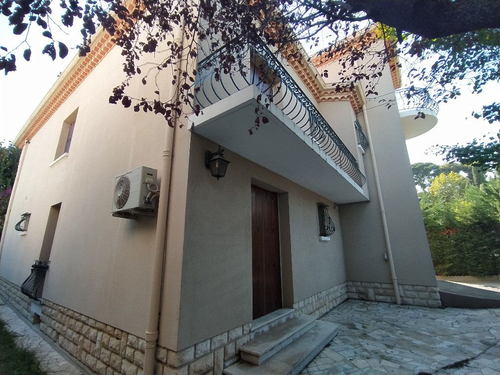 Maison à louer 7 191.78m2 à Miramas vignette-8