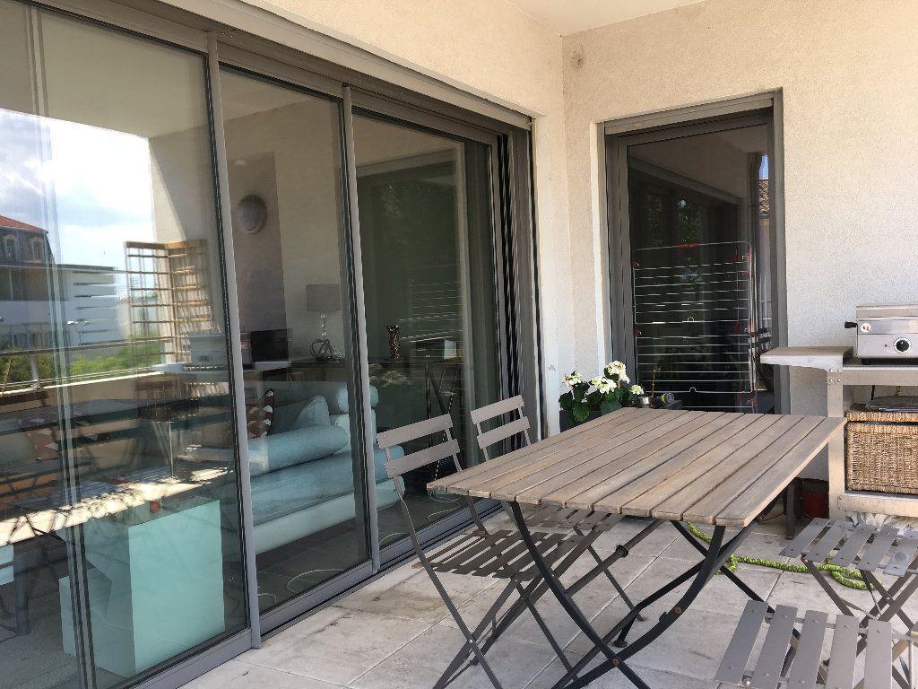 Appartement à louer 4 82.9m2 à Avignon vignette-1
