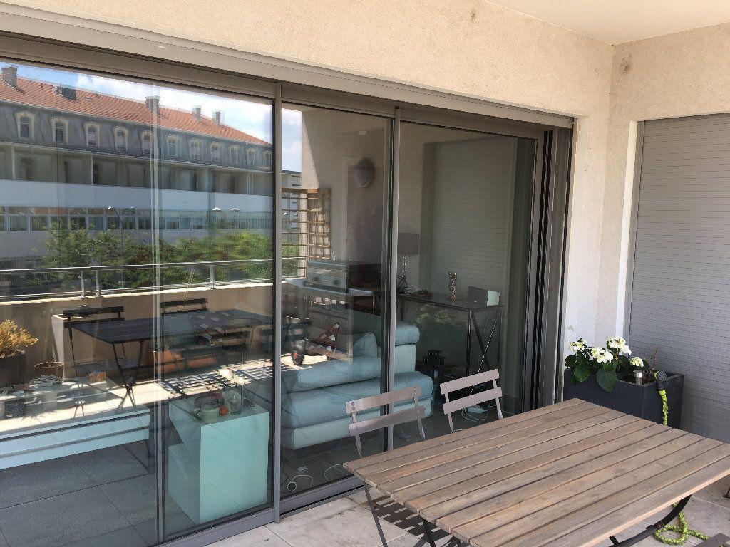 Appartement à louer 4 82.9m2 à Avignon vignette-6