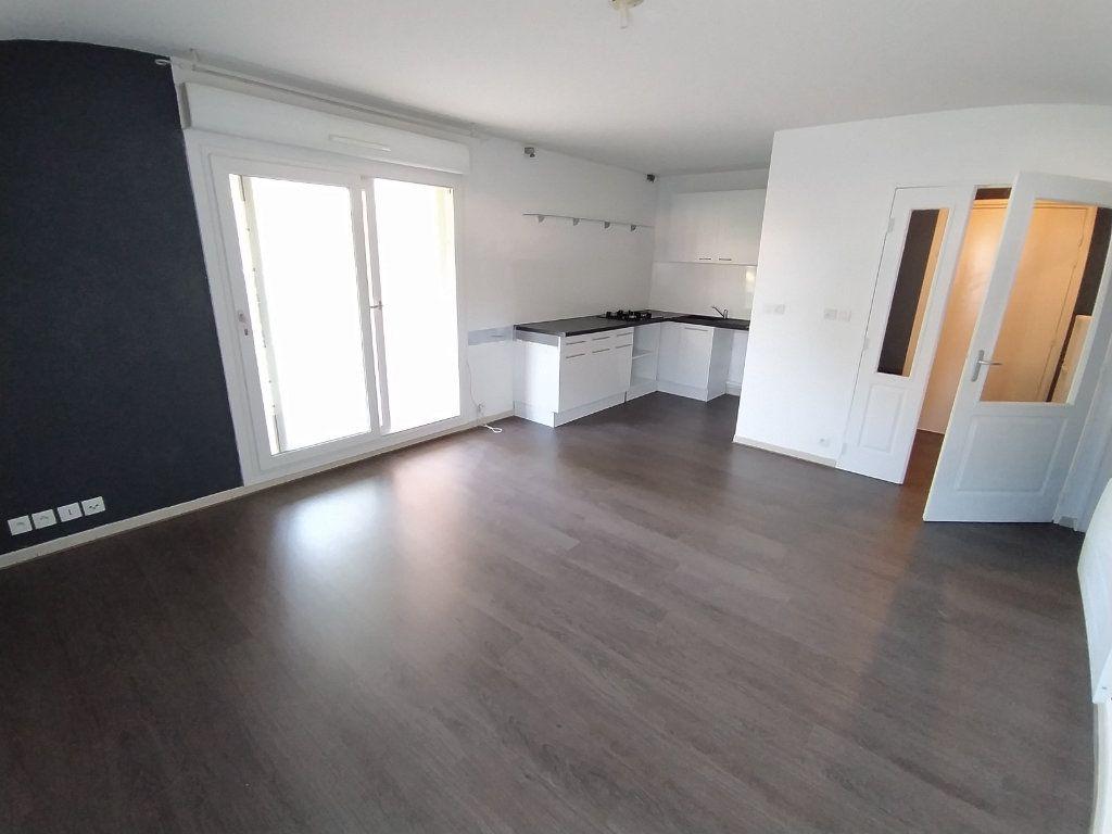 Appartement à louer 2 42.74m2 à Istres vignette-1