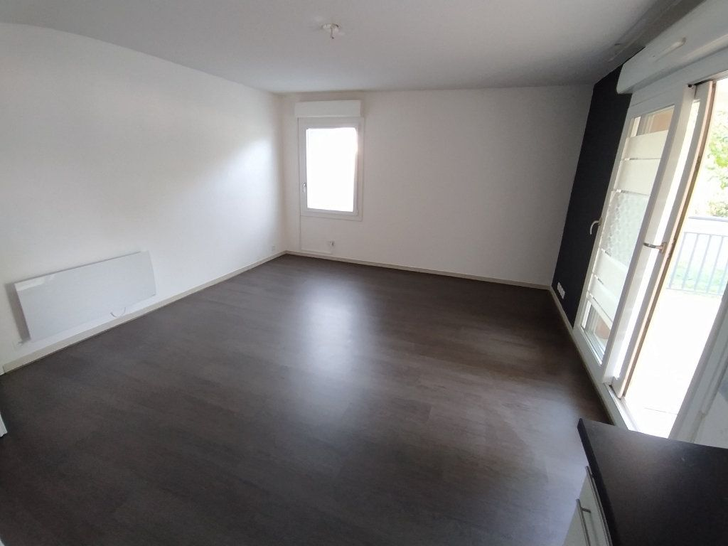 Appartement à louer 2 42.74m2 à Istres vignette-2