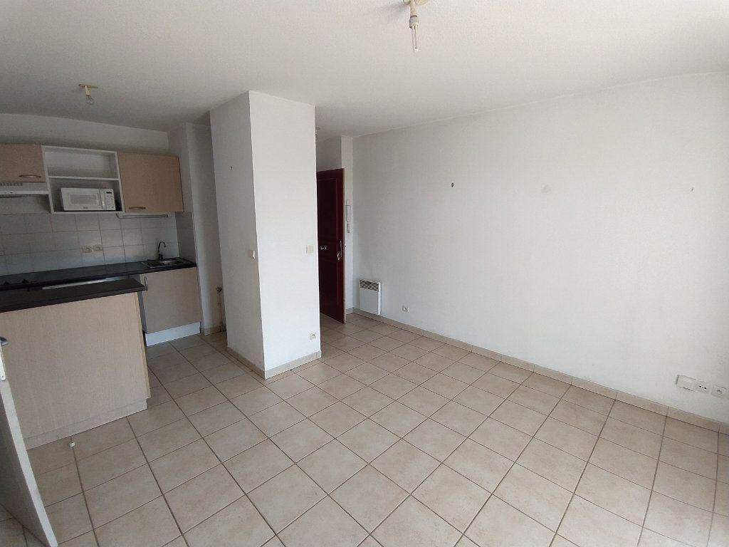 Appartement à louer 2 35.4m2 à Miramas vignette-1