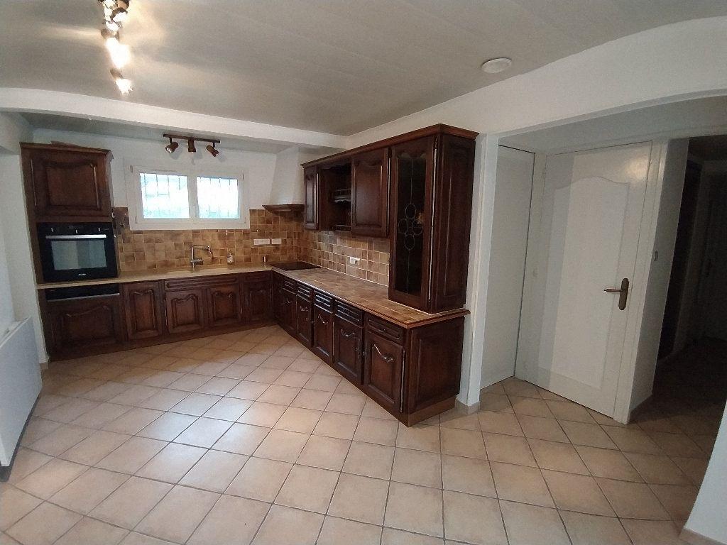 Maison à louer 3 69.96m2 à Saint-Mitre-les-Remparts vignette-2