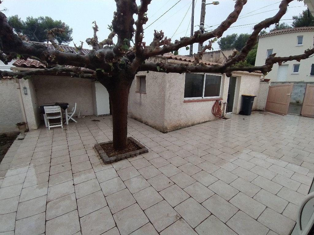 Maison à louer 3 69.96m2 à Saint-Mitre-les-Remparts vignette-4
