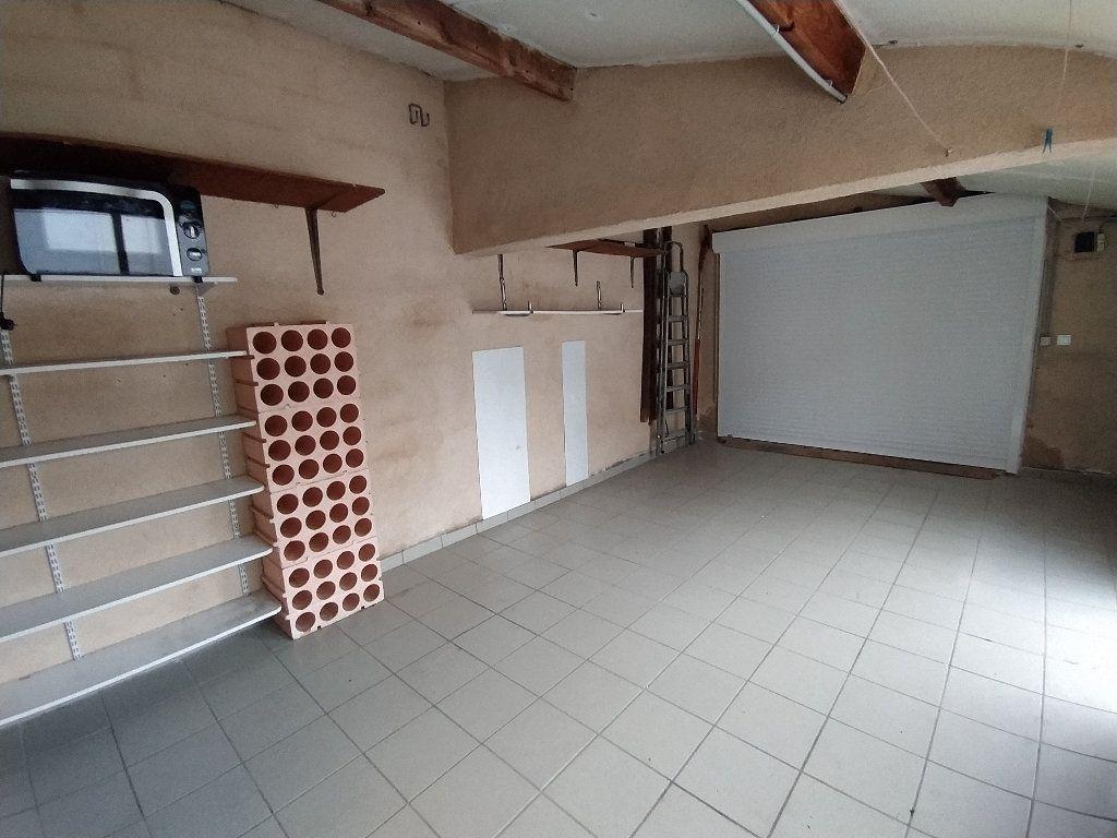 Maison à louer 3 69.96m2 à Saint-Mitre-les-Remparts vignette-7