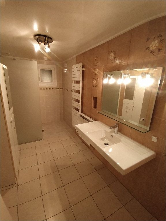 Maison à louer 3 69.96m2 à Saint-Mitre-les-Remparts vignette-9