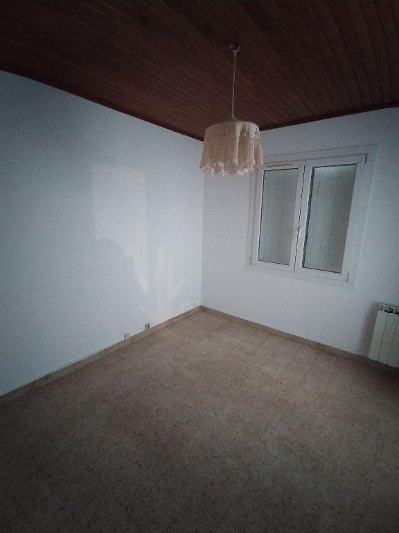 Maison à louer 3 69.96m2 à Saint-Mitre-les-Remparts vignette-11
