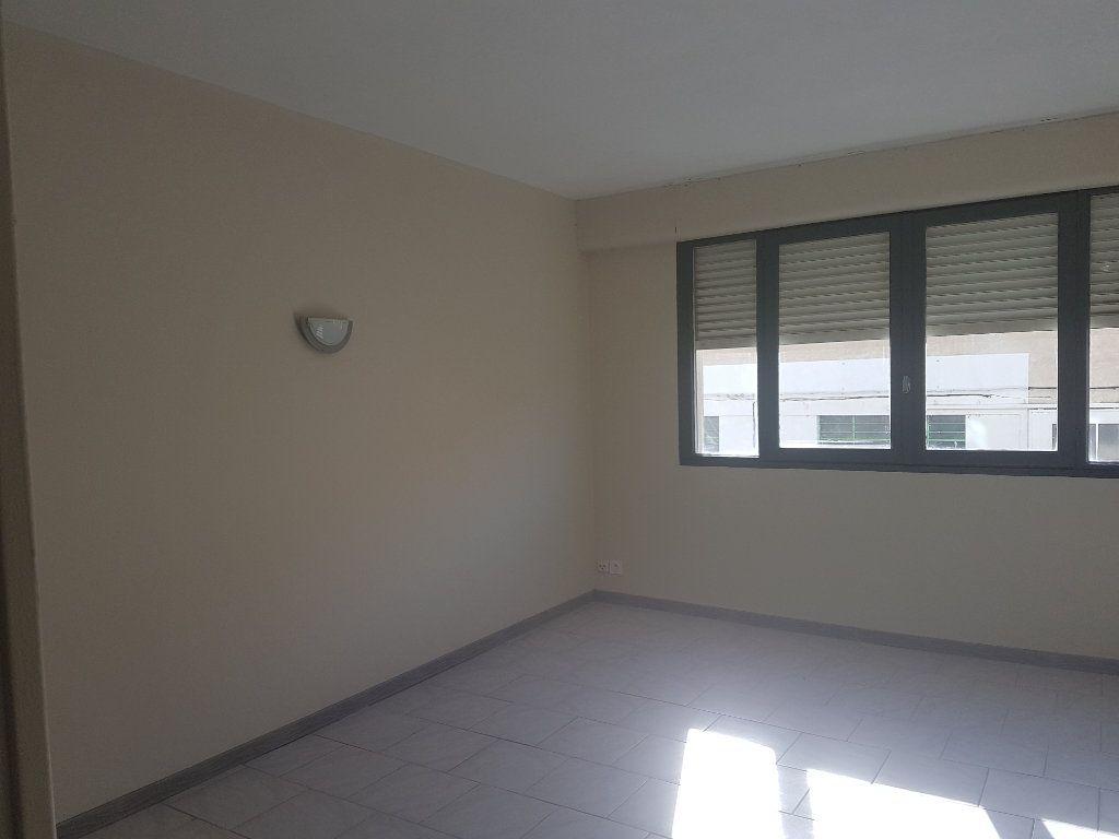 Appartement à louer 1 29.79m2 à Avignon vignette-2