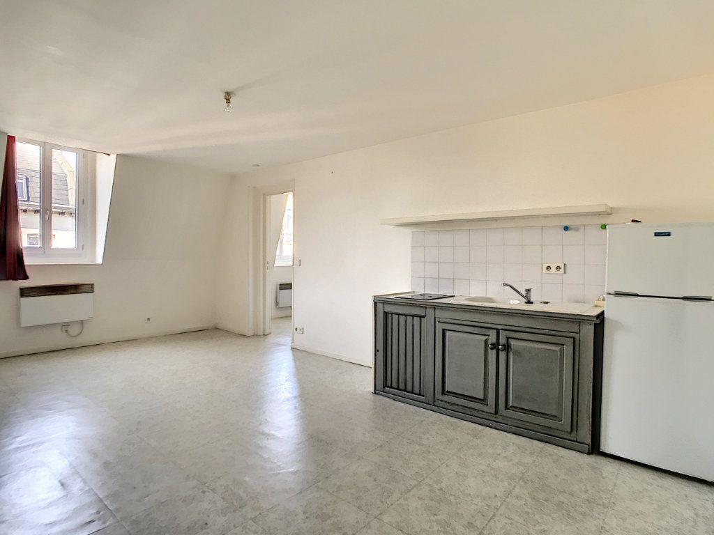 Appartement à louer 2 35.8m2 à Lille vignette-1