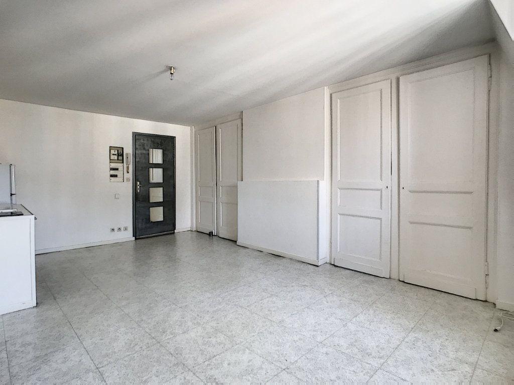 Appartement à louer 2 35.8m2 à Lille vignette-2