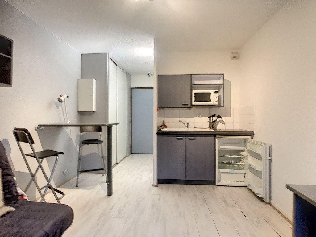 Appartement à louer 1 18.28m2 à Lille vignette-1