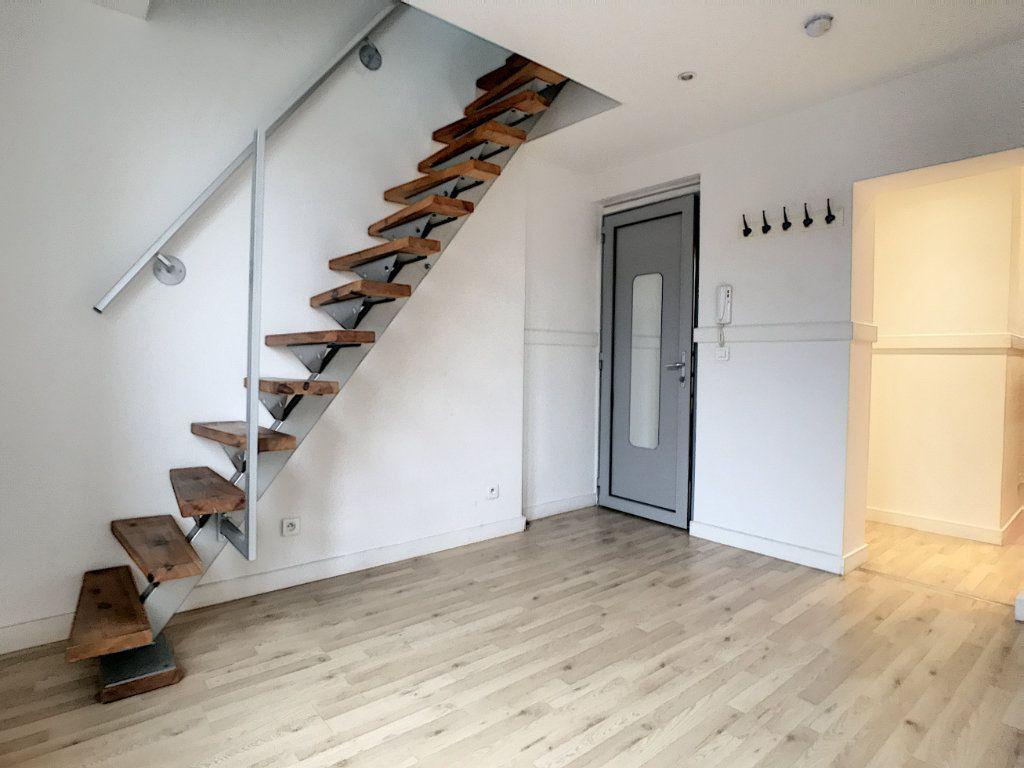 Appartement à louer 1 20.47m2 à Lille vignette-2