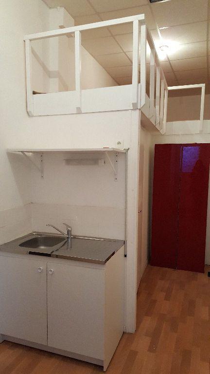 Maison à louer 4 113m2 à Lille vignette-2