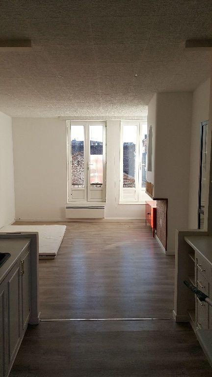 Maison à louer 4 113m2 à Lille vignette-9