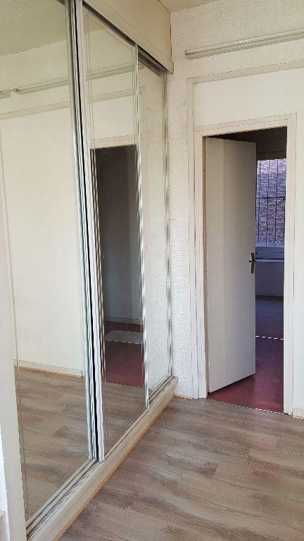 Maison à louer 4 113m2 à Lille vignette-10