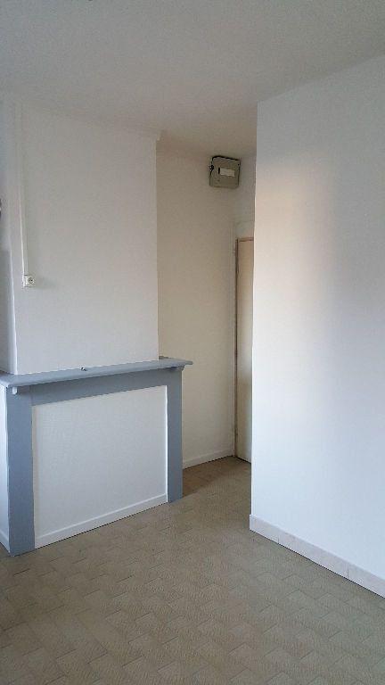 Appartement à louer 1 13.96m2 à Lille vignette-1