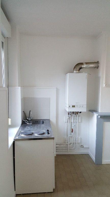 Appartement à louer 1 13.96m2 à Lille vignette-3