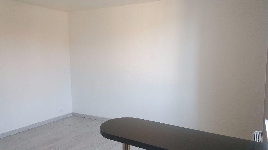 Appartement à louer 1 19.82m2 à Lille vignette-6