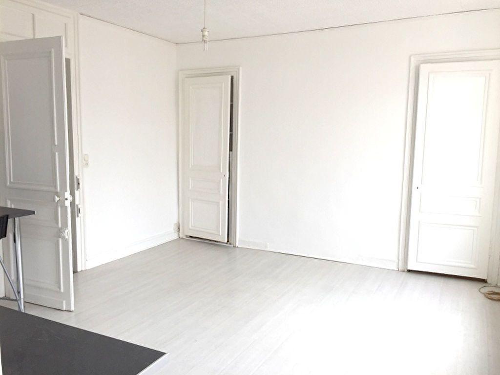 Appartement à louer 2 34.45m2 à Lille vignette-2