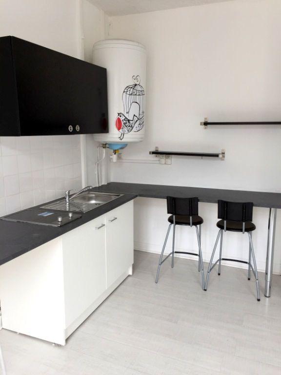 Appartement à louer 2 34.45m2 à Lille vignette-3