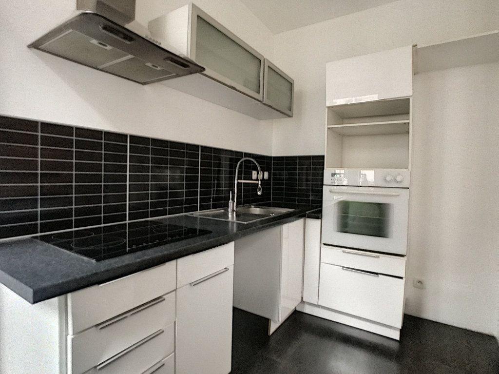 Appartement à louer 2 44.12m2 à Lille vignette-4