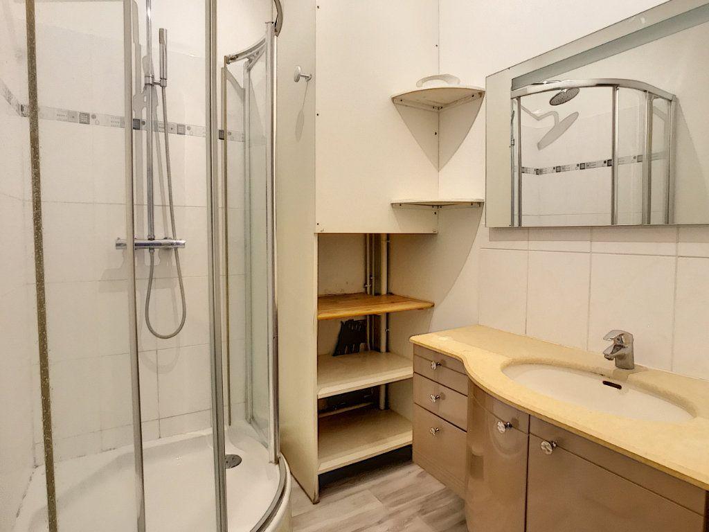 Appartement à louer 2 44.12m2 à Lille vignette-5