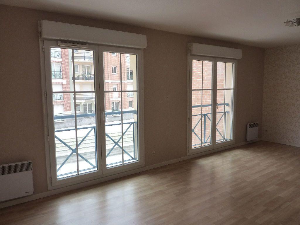Appartement à louer 2 49.9m2 à Lille vignette-1