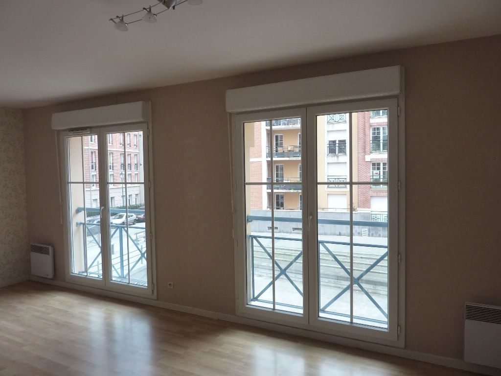 Appartement à louer 2 49.9m2 à Lille vignette-2