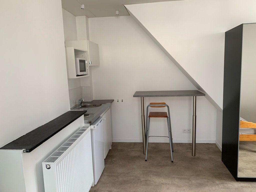 Appartement à louer 1 15m2 à Lille vignette-3