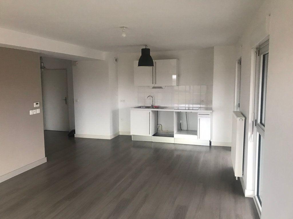 Appartement à louer 3 69.9m2 à Lille vignette-1