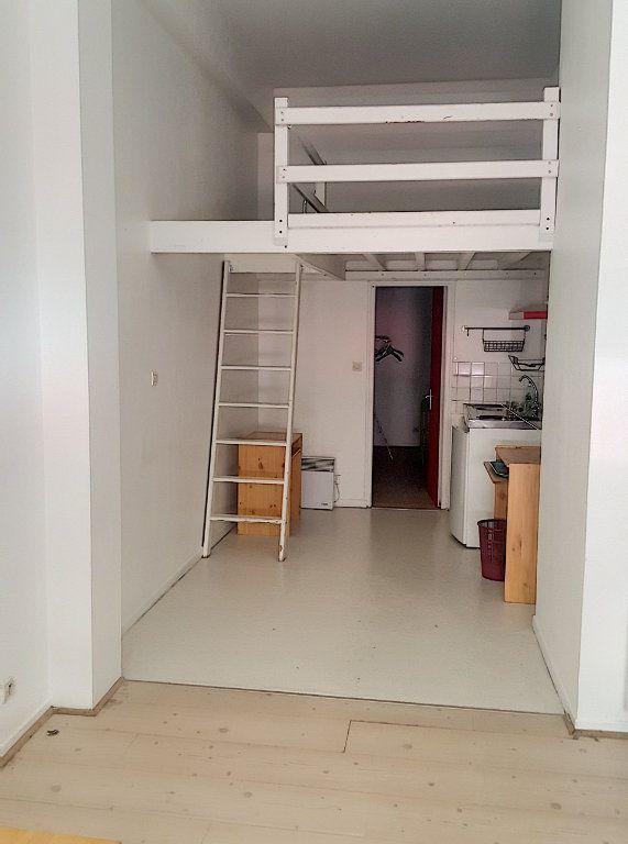 Appartement à louer 2 30.92m2 à Lille vignette-2