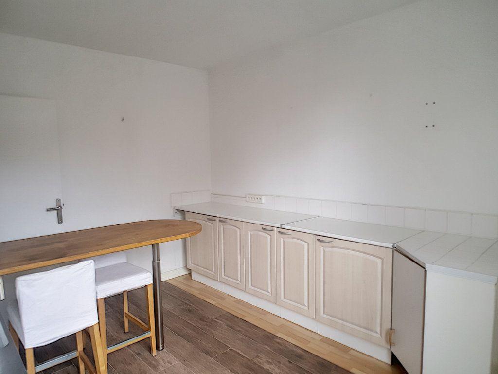 Appartement à louer 3 62.36m2 à Pérenchies vignette-4