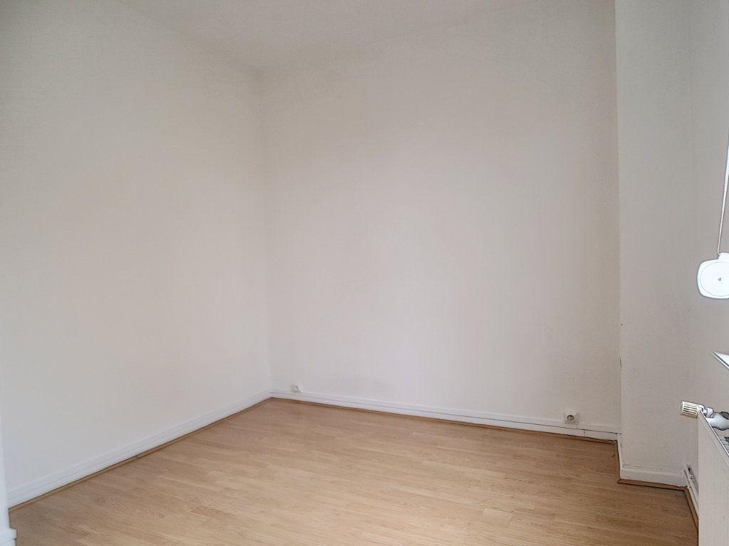 Appartement à louer 3 62.36m2 à Pérenchies vignette-5