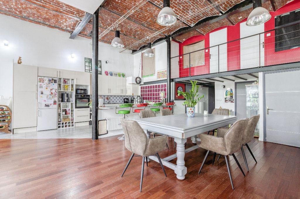 Appartement à vendre 4 131.5m2 à Tourcoing vignette-1