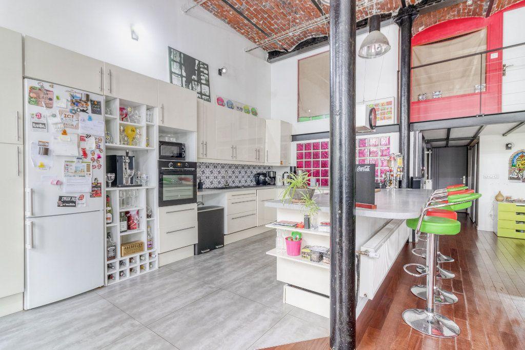Appartement à vendre 4 131.5m2 à Tourcoing vignette-4