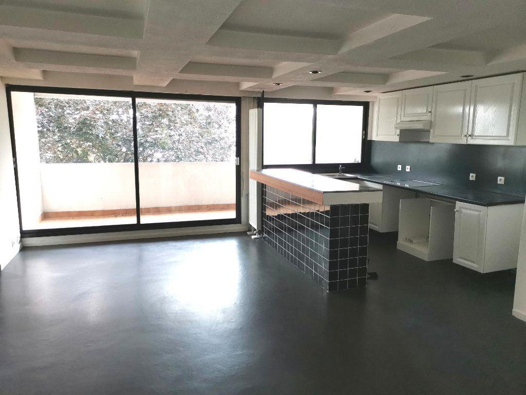 Appartement à louer 4 87.4m2 à Mons-en-Baroeul vignette-3