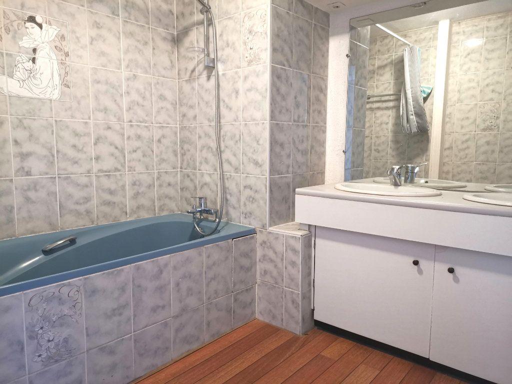 Appartement à louer 4 87.4m2 à Mons-en-Baroeul vignette-6