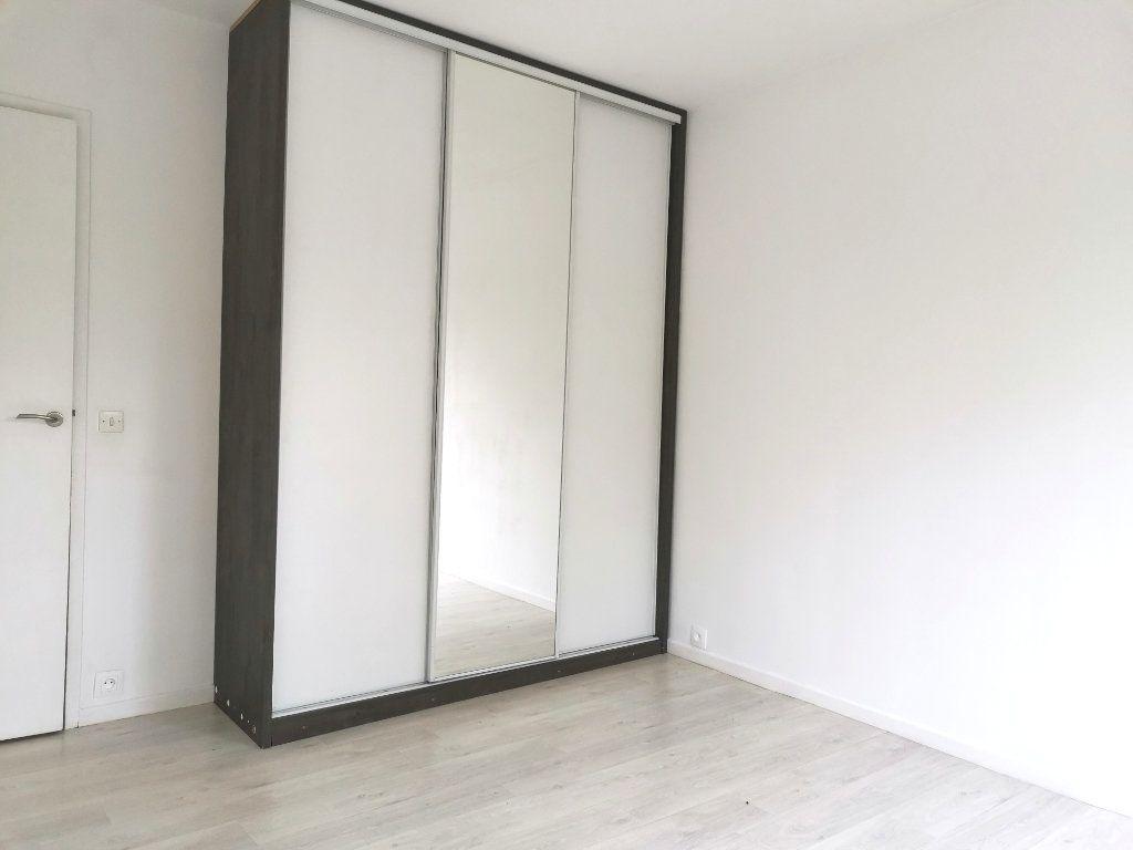 Appartement à louer 4 87.4m2 à Mons-en-Baroeul vignette-7